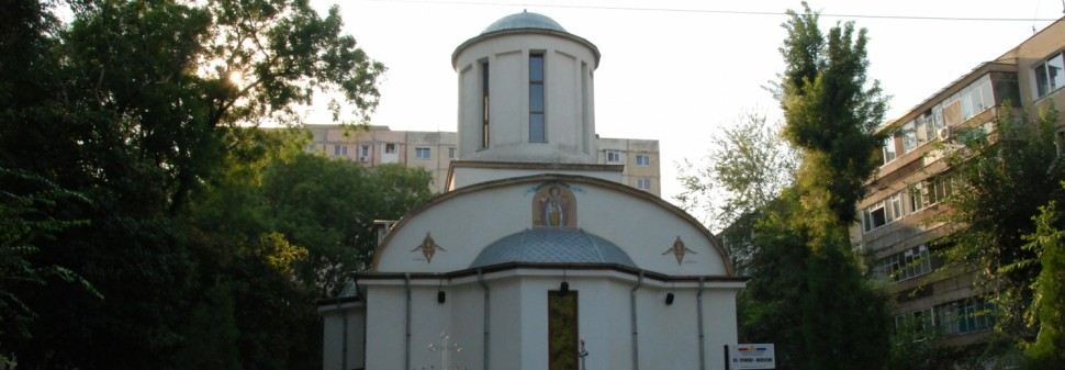 Biserica Sfanta Vineri - Racla cu vesmantul Sfintei Parascheva